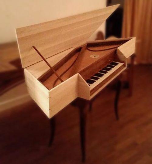 épinette orthogonale dans son coffret en bois