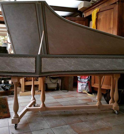 piètement en bois tourné pour clavecin