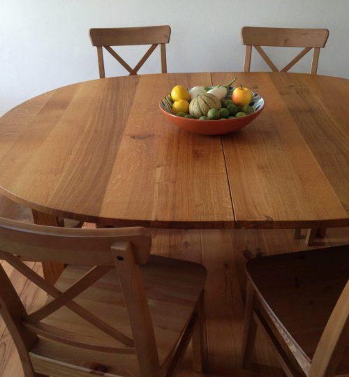 table de salle à manger 6 couverts entourée de chaises